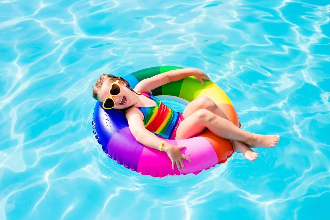 Filtración de la piscina para tener el agua limpia y cristalina.